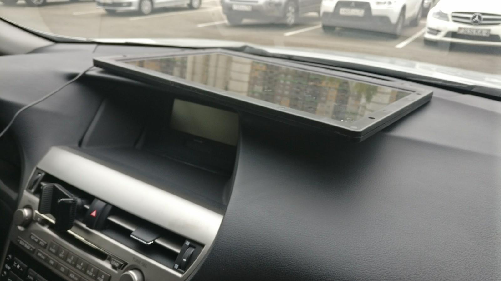 Optimate Solar под лобовым стеклом